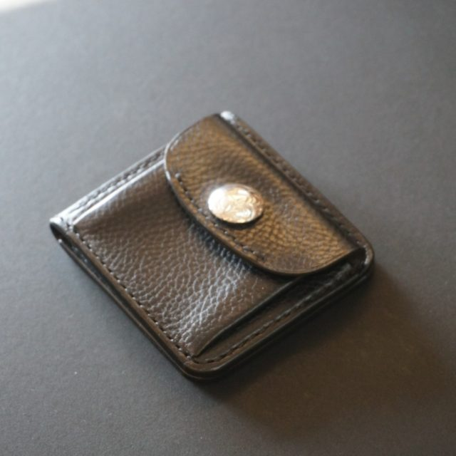 IT-slim short wallet 唐草コンチョ