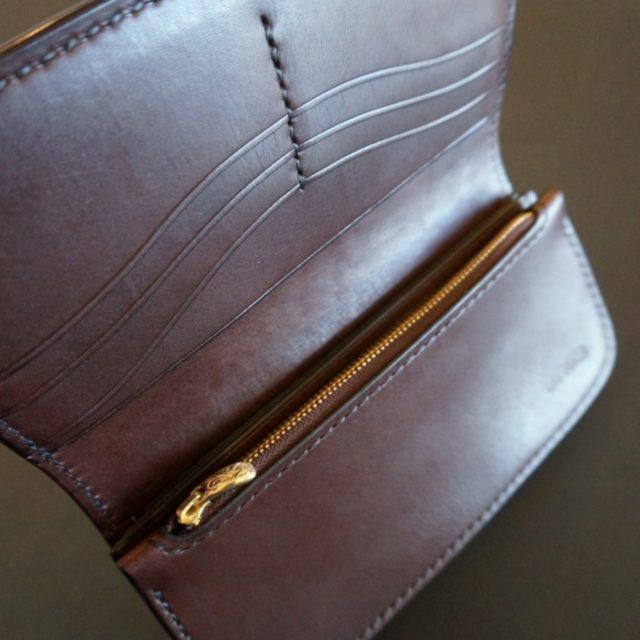 R long wallet image